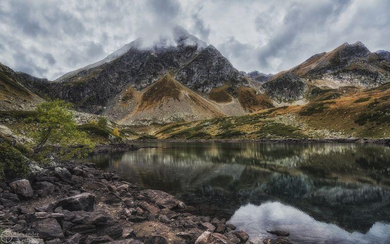 На берегу горного озера...photo preview