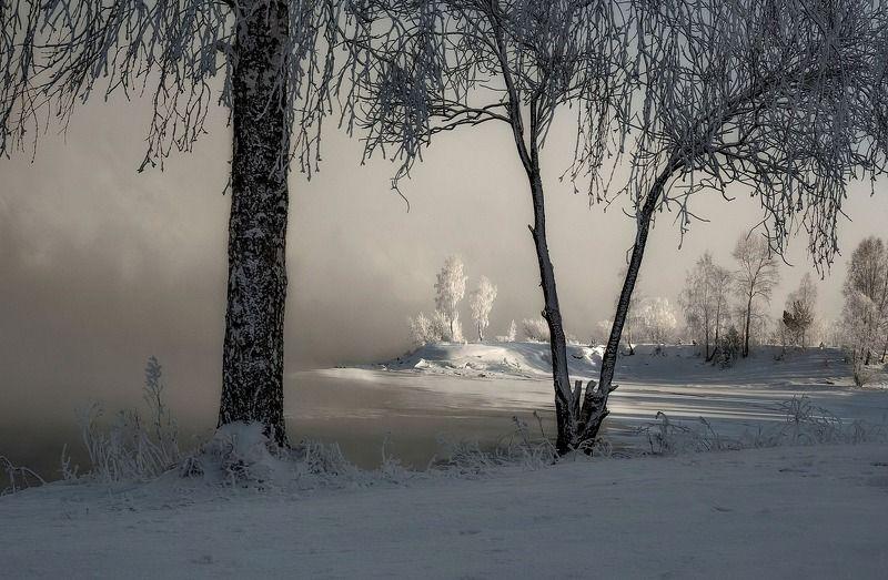 мороз. берег. изморозь. Зимний занавес.photo preview