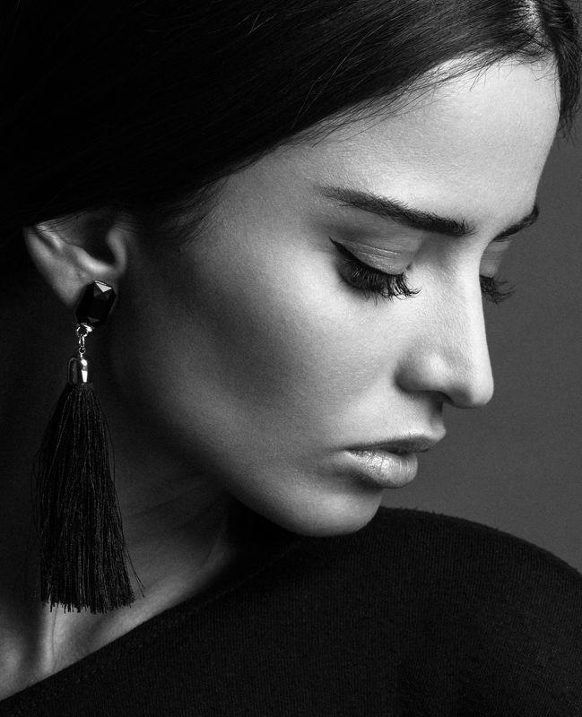 portrait persian girl iran headshoot beauty mono ***photo preview