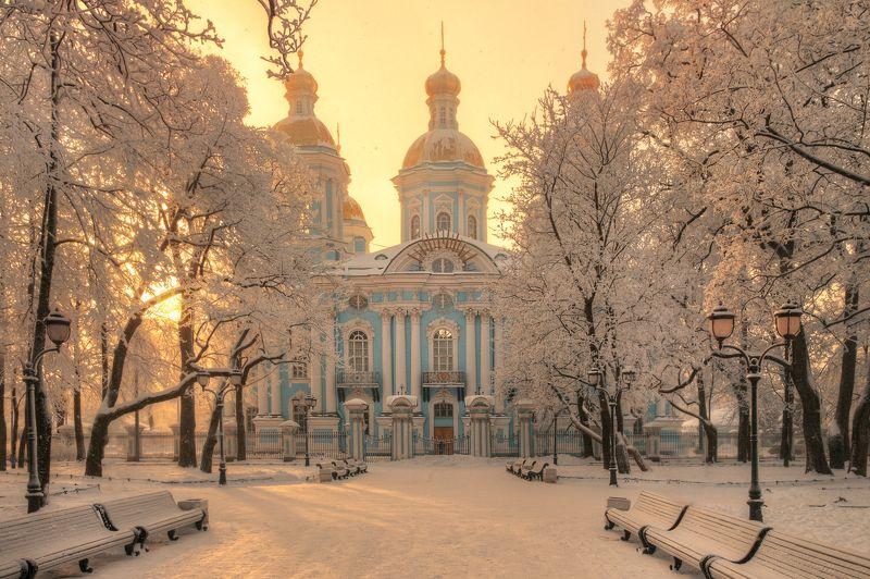 легкий февральский снег над Никольским собором..photo preview