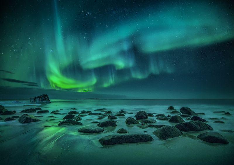Лофотенские острова, Utakleiv Beach, зима, полярное сияние Награда для полуночникаphoto preview