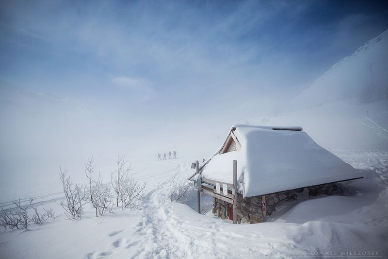 poland, polish, tatry, tatras, mountains, snow, winter, wanderers, clouds, cold, frozen, shelter Wanderersphoto preview