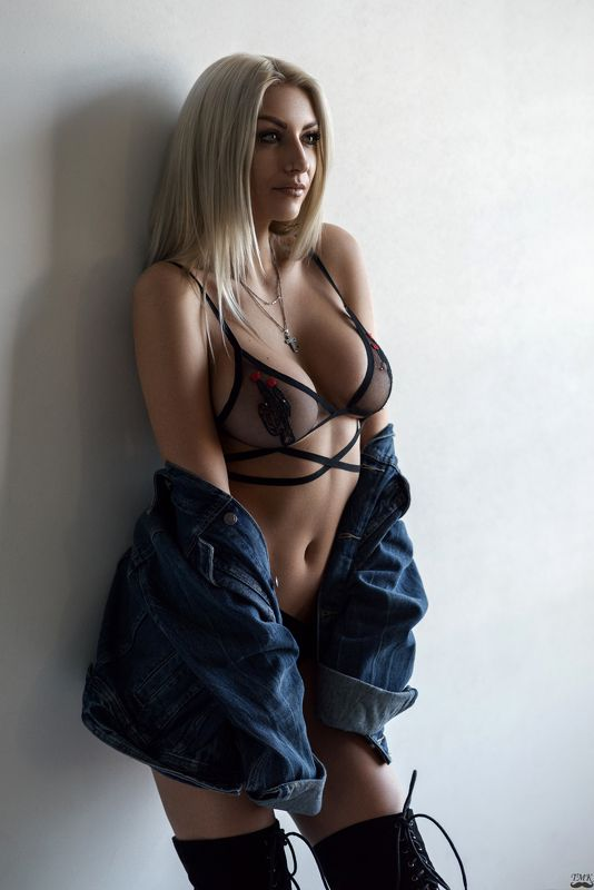 portrait, girl, fashion, bralette, natural light, style, sexy, look, glamour Savagephoto preview