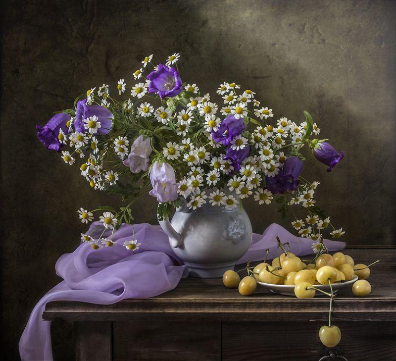 натюрморт, цветы, черешня, фрукты, still life С желтой черешнейphoto preview