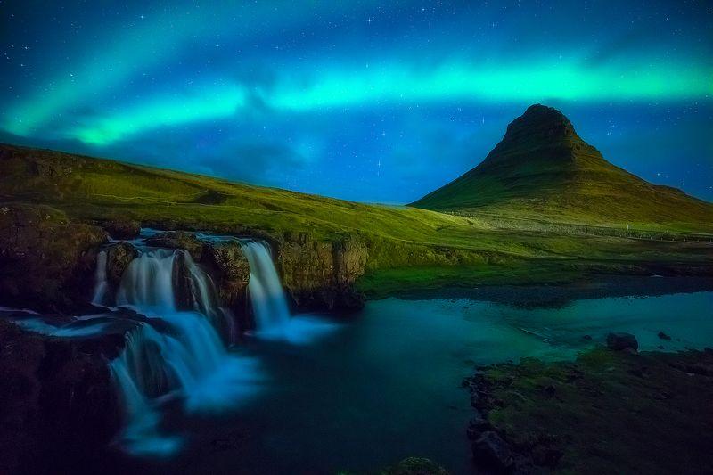 kirkjufell iceland aurora borealis night landscape waterfall  kirkjufell IVphoto preview