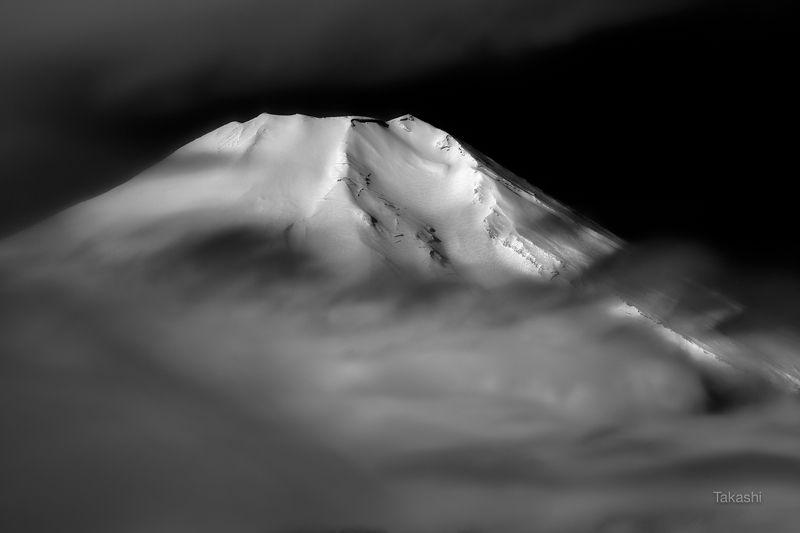 fuji,japan,mountain,white,snow,cloud,beautiful,amazing,fantastic Through the cloudsphoto preview
