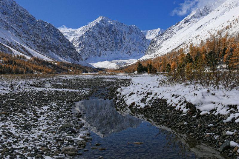 алтай, горный алтай, актру,караташ, ущелье актру, осень, снег Караташphoto preview