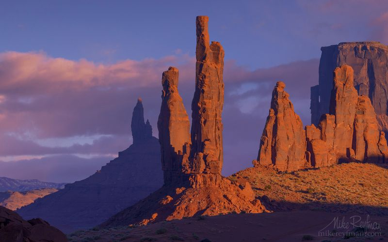 400mm, totem pоle, yei-bi-chei, monument valley, arizona, usa Навахские Святыниphoto preview