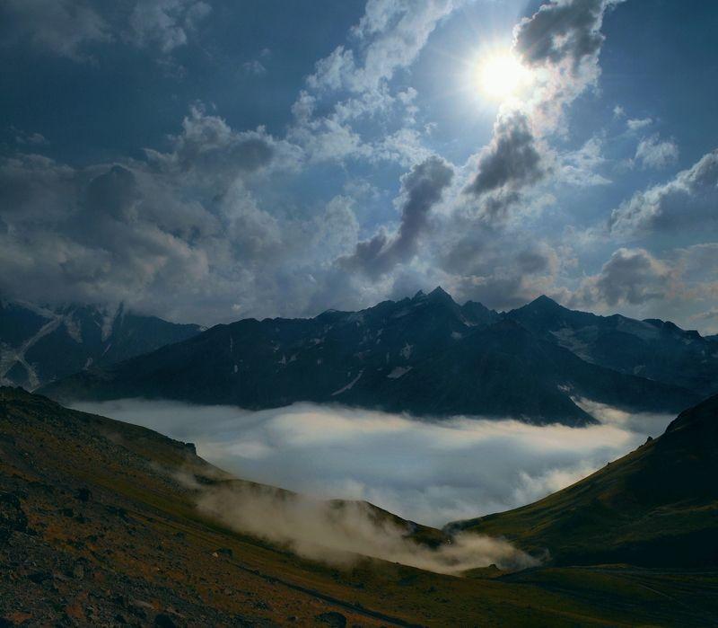 Внизу под рекой облаков Баксанское ущельеphoto preview