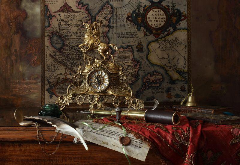 карта, книги, часы, история Натюрморт с подзорной трубойphoto preview