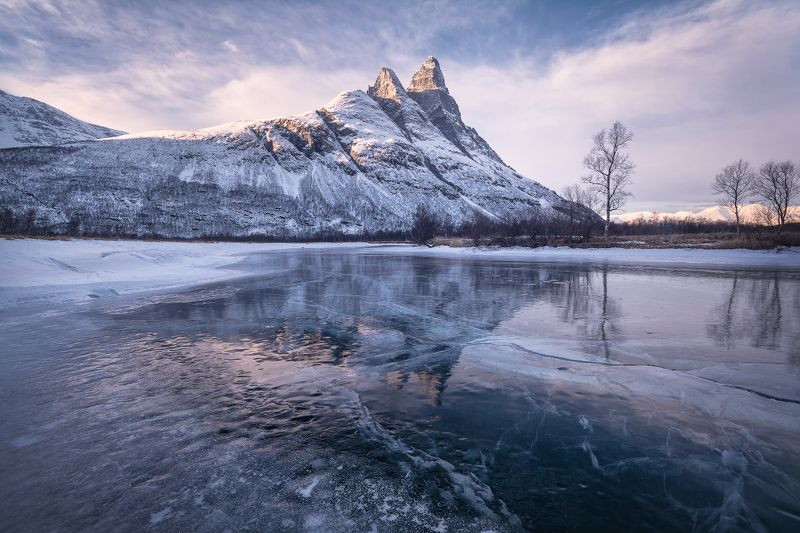 пейзаж, зима, норвегия, скандинавия, горы, лед, река Вечер у горы Оттертинденphoto preview