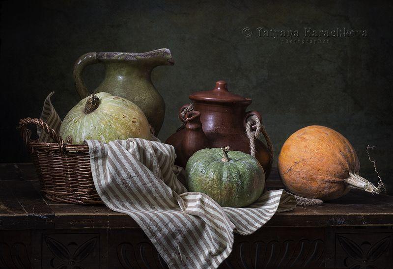 натюрморт, тыква, рукомойник, красный лук, корзинка Три тыквы в конце зимыphoto preview