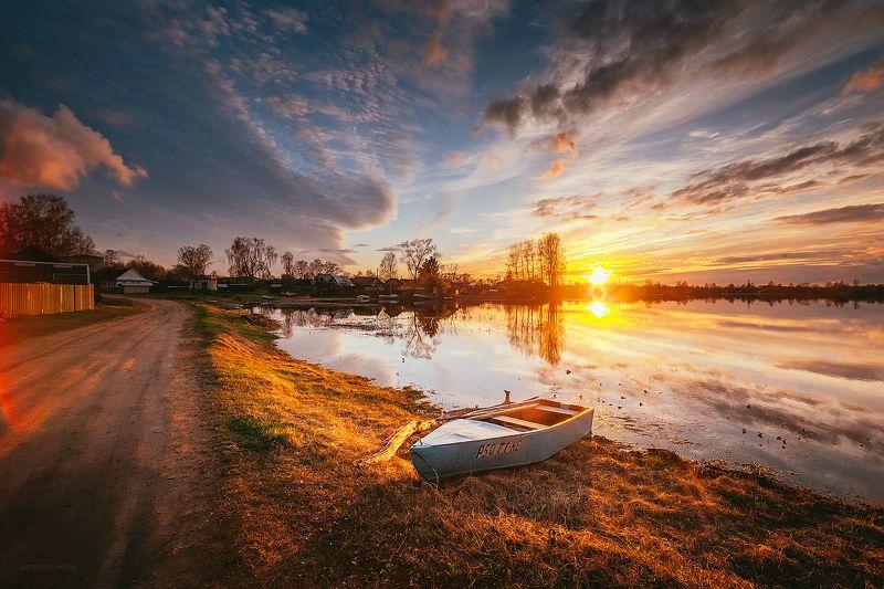 весна, закат, небо, облака, лодка, берег Весенний вечер на Волгеphoto preview