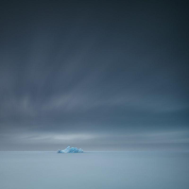 iceland,nikon,zeiss 21mm,iceberg,minimalismus,long exposure,sky,travel,glacier lagoon,felix ostapenko, icebergphoto preview