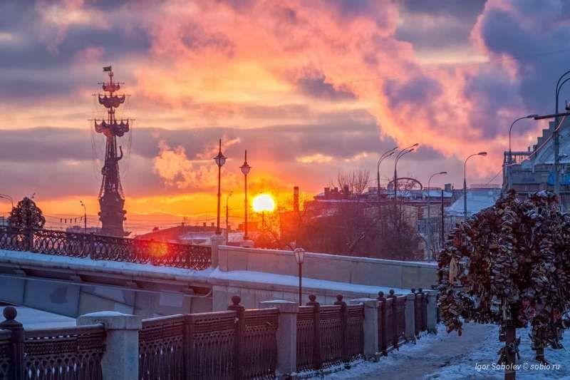 лужков мост, москва, зима, памятник, петр i, luzhkov bridge, moscow, winter, monument, peter i, Закат в городеphoto preview