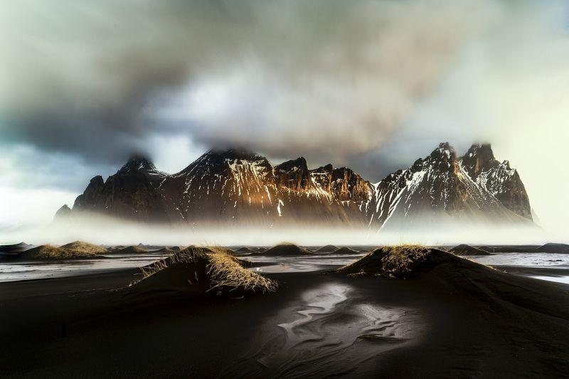 iceland,vestrahorn,mountain,mist,fog,travel,nikon d810,zeiss 21mm,black sand, vestrahornphoto preview