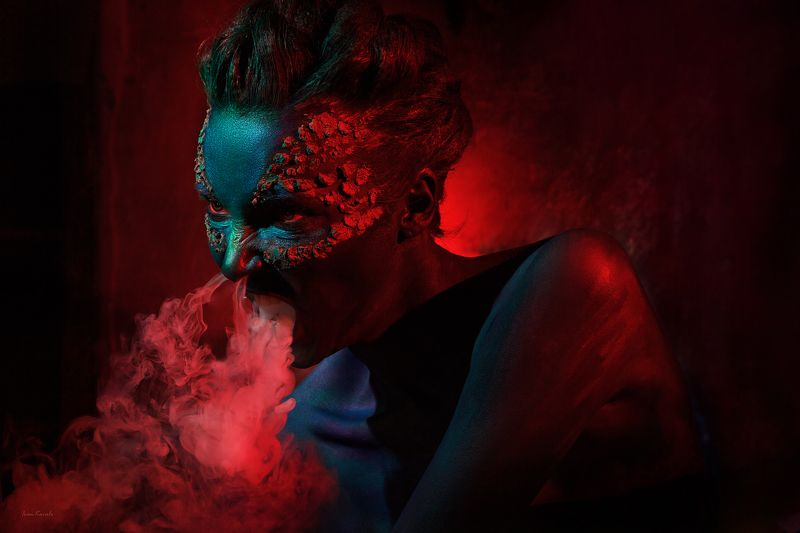 люди, портрет, дракон, арт, фейсарт, бодиарт, цвет, красный, огонь, дым, голова, взгляд, креатив, студия, фотокузница, ivankovale Драконphoto preview
