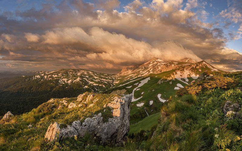 оштен,кавказ,адыгея,горы,закат,рассвет,фишт,лаго-наки Рассвет у горы Оштенphoto preview