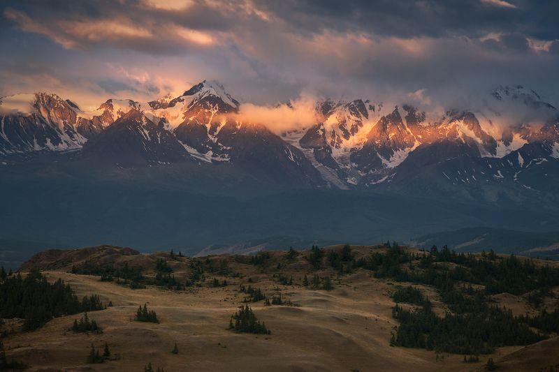 пейзаж, природа, горы, алтай, сибирь, россия, путешествия, туризм, красный, утро, раннее, хребет, большой, высокий, панорама, лето, рассвет, восход, степь, долина, холмы, лес, дерево Полоска утреннего света / Morning Glory stripephoto preview