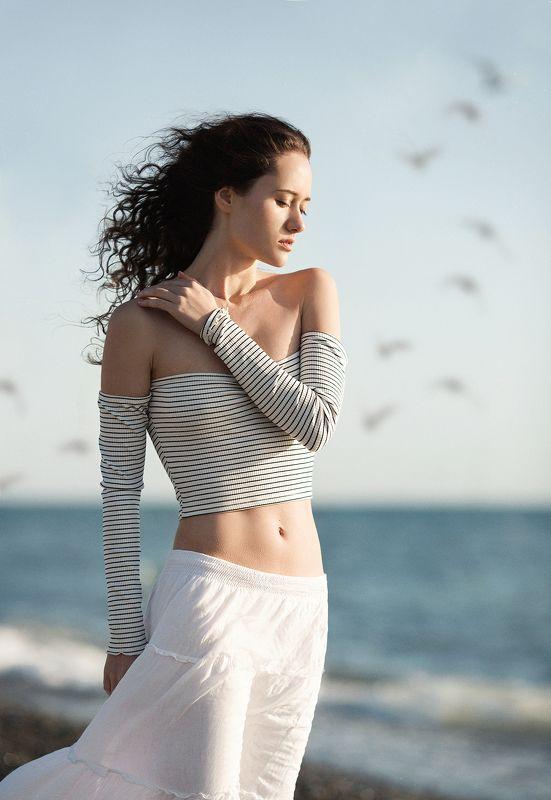 фото, портрет, девушка, море, ветер waitingphoto preview