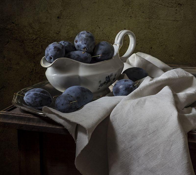 натюрморт, сливы, фрукты, still life Черносливphoto preview
