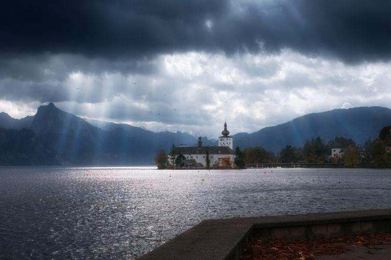 Австрия, Альпы, замок, Орт, озеро, облака Предчувствие буриphoto preview