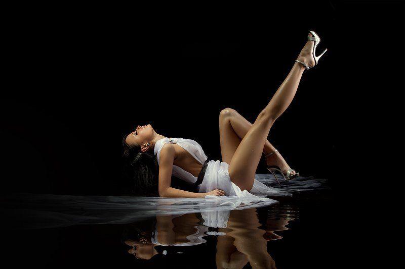 water, light, black, girl, legs, gotovo photo preview