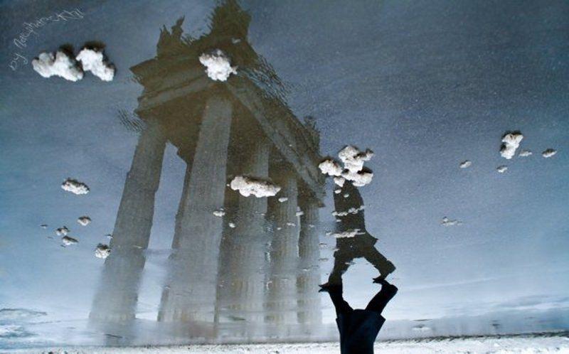 голова, облака, снег, лужа, прохожий, пропилея, волгоград Голова в облаках.photo preview