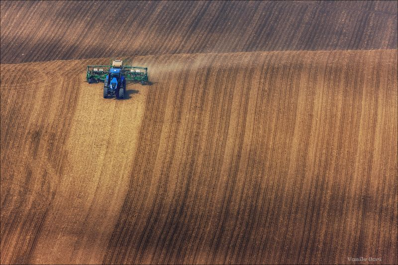южная моравия,пейзаж,hils,трактор,линии,south moravian,полевые работы,lines,свет,czech,веснa,чехия,landscapes. \