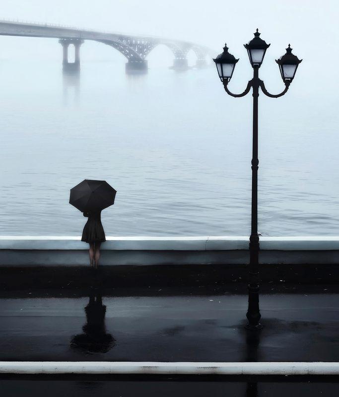 город, мост, туман, саратов, набережная, фонарь, девушка, зонт Птица на подоконникеphoto preview