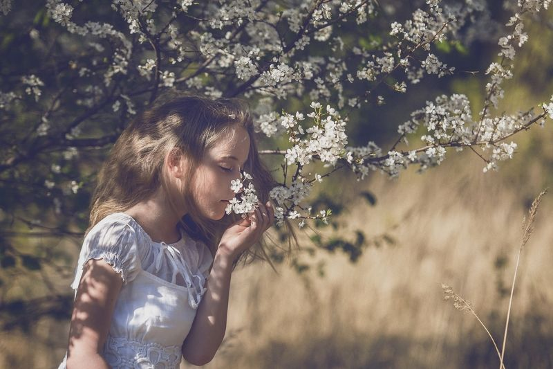 girl, portrailt, children, flowers, spring, sun The smell of springphoto preview
