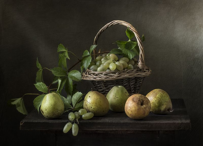 натюрморт, груши, фрукты, still life Виноград и грушиphoto preview