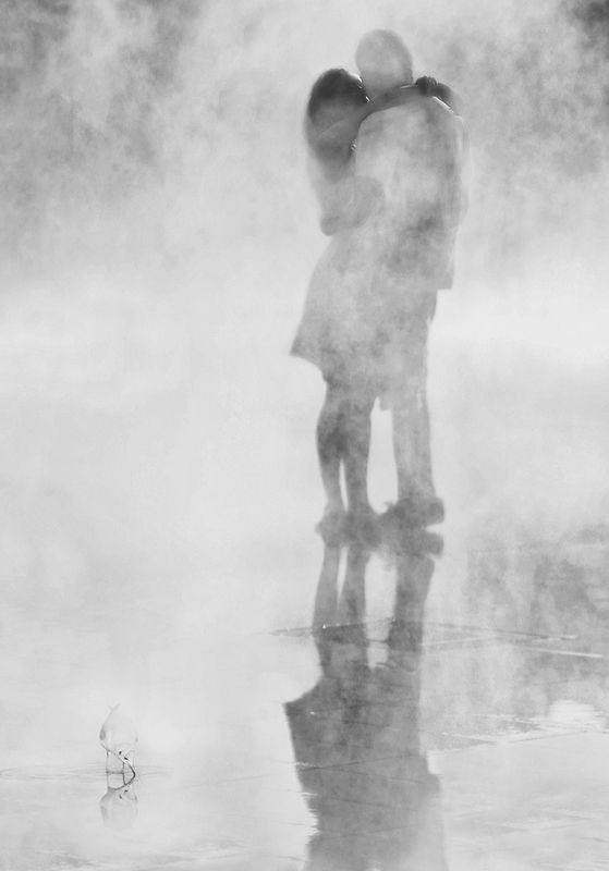 пар, вода, отражение, объятия, влюблённые, ницца, молодёжь Раствориться в объятияхphoto preview