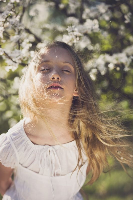 girl, portrailt, children, flowers, spring, Spring breathphoto preview