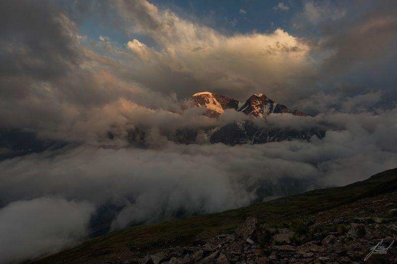 Вечер на склонах горы Чегет.photo preview