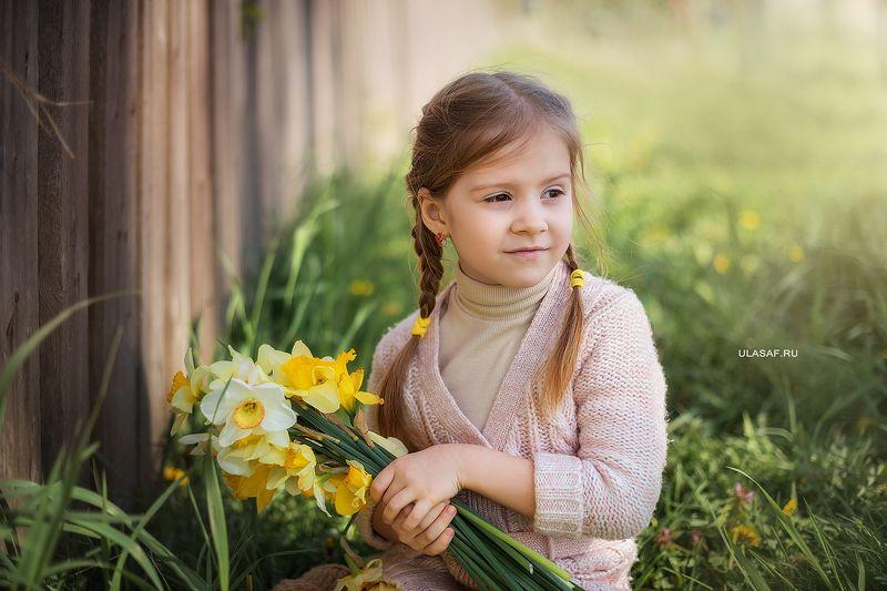 girl, portrait, девочка, портрет, весна, spring,тюльпаны, цветы Камилаphoto preview