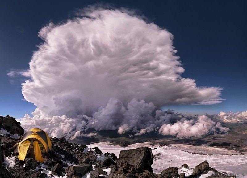 пейзаж,кавказ,россия,горы,эльбрус,палатка,поход,восхождение,облако,грозовое облако,гроза,снег,скалы ленца,вершина,вечер,вулкан,гора,лето,зима,альпинизм Магия горphoto preview