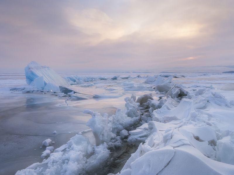 ...Ледяные торосы озера Байкал...photo preview