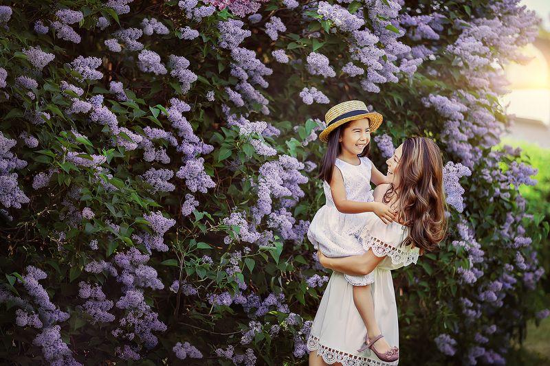 сирень, весна, цветение, сады, смех, эмоции, улыбка, дочка 50 shades of purplephoto preview