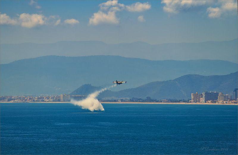 небо. море, самолёт, вода, облака Жёлтый и голубойphoto preview