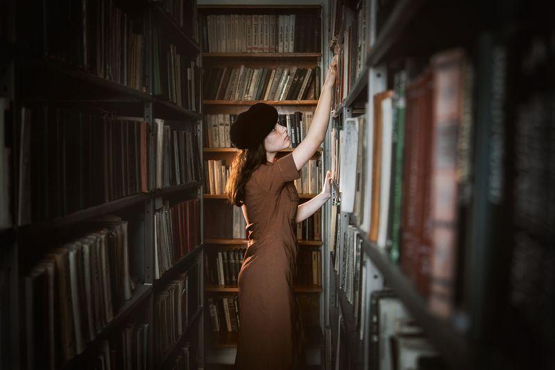 библиотека, девушка, модель, книги В библиотекеphoto preview
