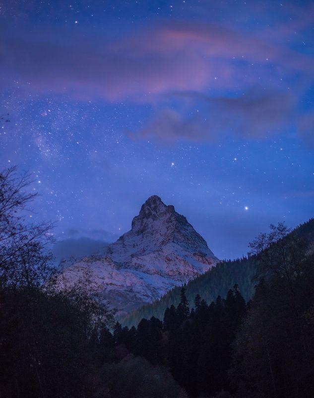 гора, пик, вершина, скала, ночь, ночная съёмка, длинная выдержка, звёзды, облака, северный кавказ, карачаево-черкесия, СПЯЩАЯ КРАСАВИЦА БЕЛАЛАКАЯphoto preview
