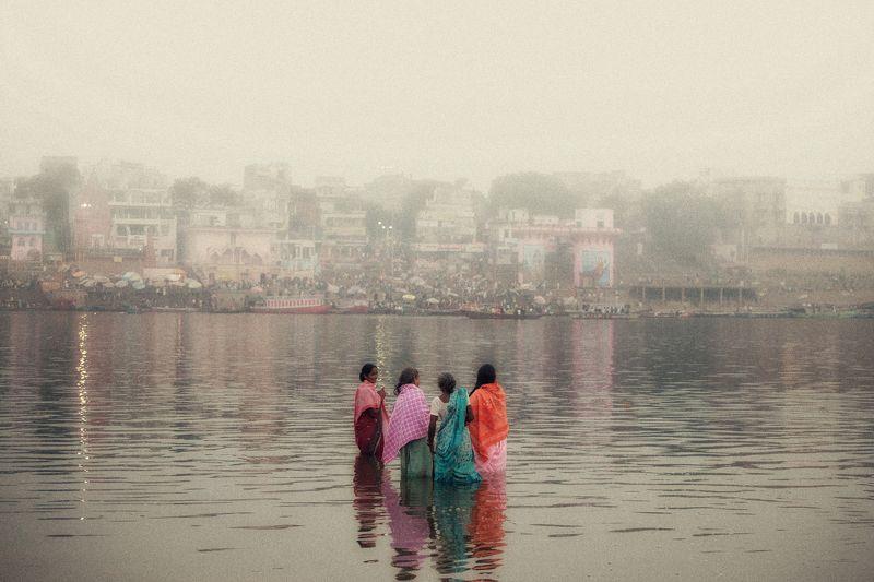 documentary , street , Women on gangesphoto preview