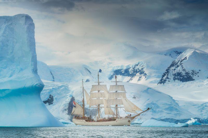 антарктида Под парусом в Антарктидеphoto preview