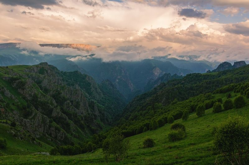 закат, горы, каньон, кавказ закат спускался над каньоном....photo preview