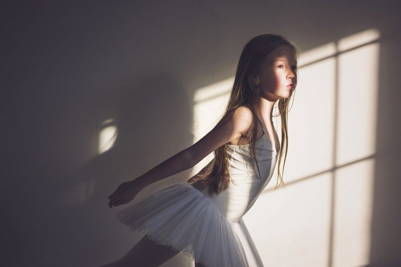 girl, portrait, natural light, ballerina, fly, Inesphoto preview