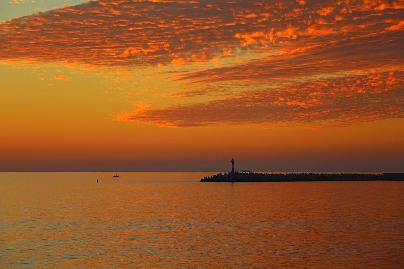 море, закат закат ложился в глубину....photo preview