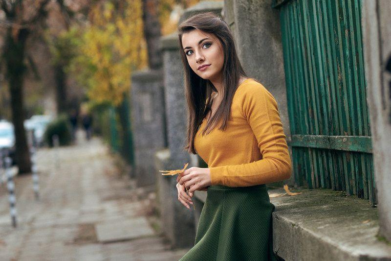 портрет, девочка, осень Он опять опаздываетphoto preview