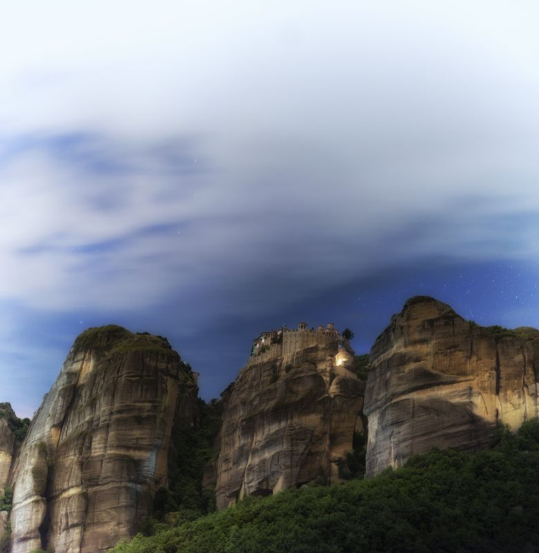 #meteora #rocks #night #mystic #greece #spring  Монастыря на Метеора ночью.photo preview
