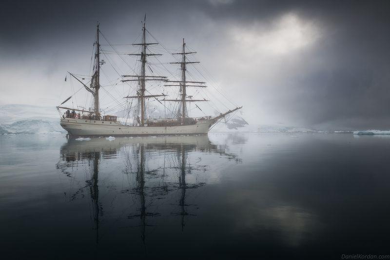 антарктида Барк Европа в Антарктидеphoto preview